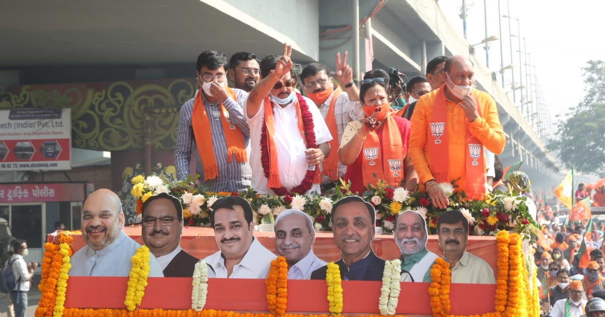 http://www.meranews.com/backend/main_imgs/surat1_surat-bjp-gujarat-presidet-cr-patil-bjp-rally-election-campaign_0.jpg?64