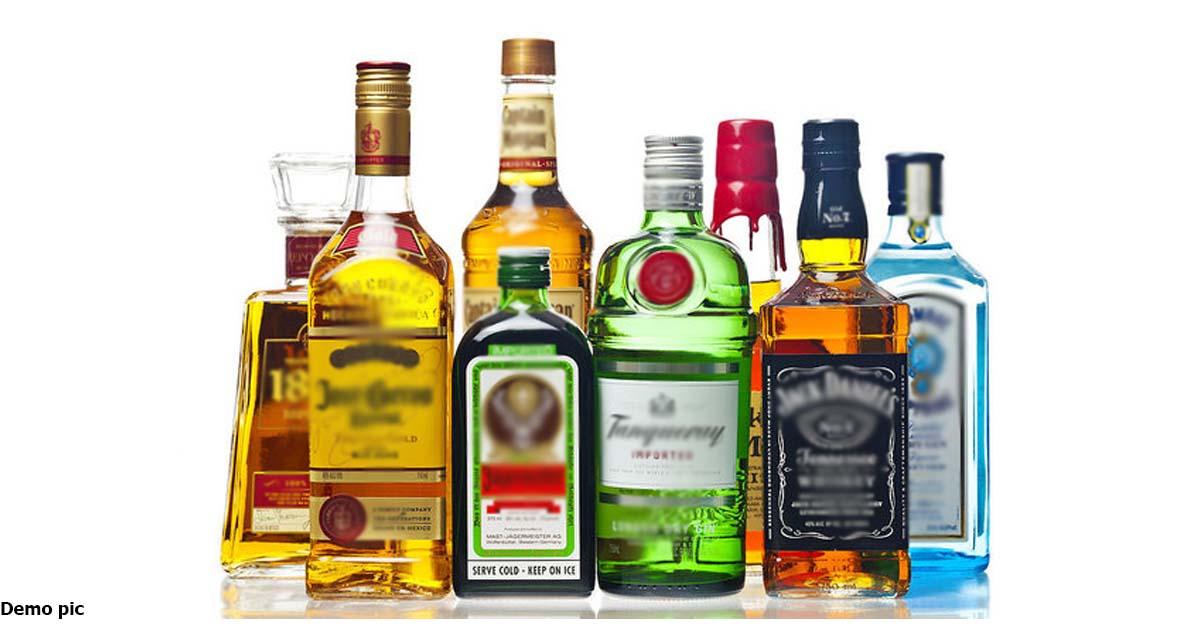 http://www.meranews.com/backend/main_imgs/suratliquor_surat-dcb-team-caught-liquor-which-called-by-custom-officer_0.jpg?50