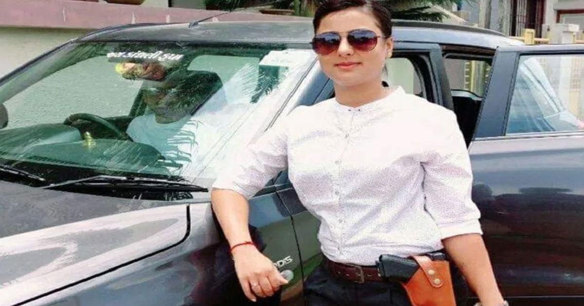 http://www.meranews.com/backend/main_imgs/sweta_who-is-yogesh-sharma-he-gifted-rs-1-lakh-cost-phone-to-psi-s_0.jpg?93?38