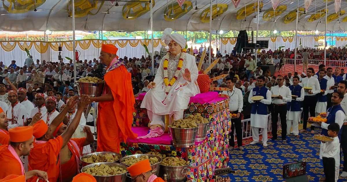 http://www.meranews.com/backend/main_imgs/swmainarayan1_satsang-and-ekta-yatra-celebrated-at-baldia-in-kutch_0.jpg?82