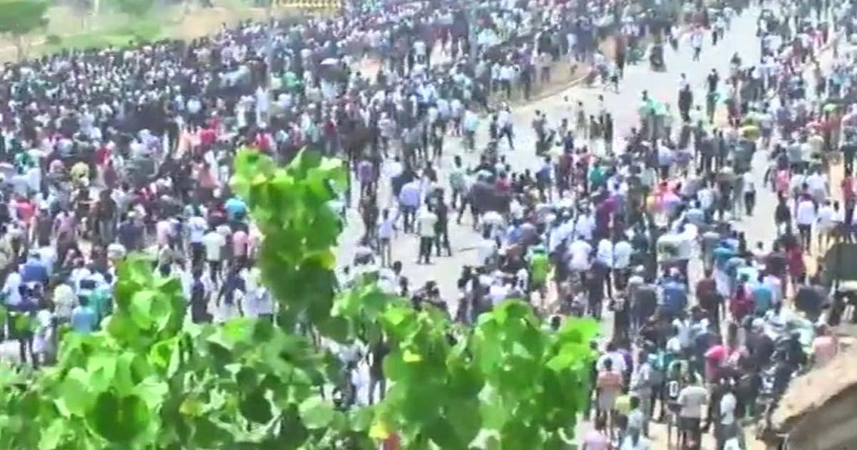 http://www.meranews.com/backend/main_imgs/tamilnaiduprotest_11-dead-in-anti-sterlite-protest-in-tamil-nadu_0.jpg?88