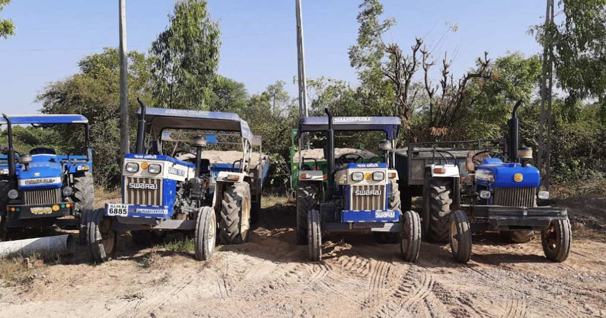 http://www.meranews.com/backend/main_imgs/tra_10-tractors-seized-in-sabarkantha-mining-departments-checki_0.jpg?61