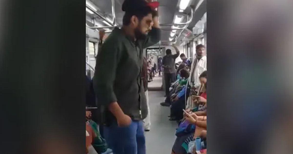 http://www.meranews.com/backend/main_imgs/train_man-jugaad-to-get-seat-in-crowded-metro-metro-funny-video_0.jpg?86