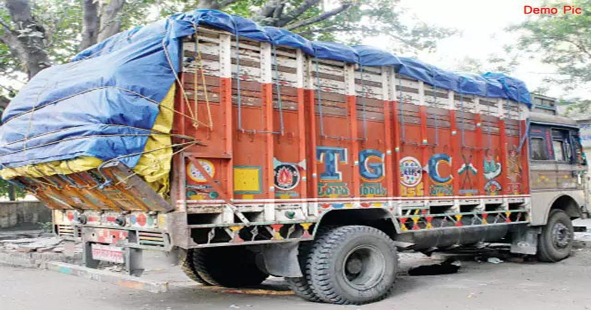 http://www.meranews.com/backend/main_imgs/truck-over_150-rto-inspectors-charged-7-crores-penalty_0.jpg?100