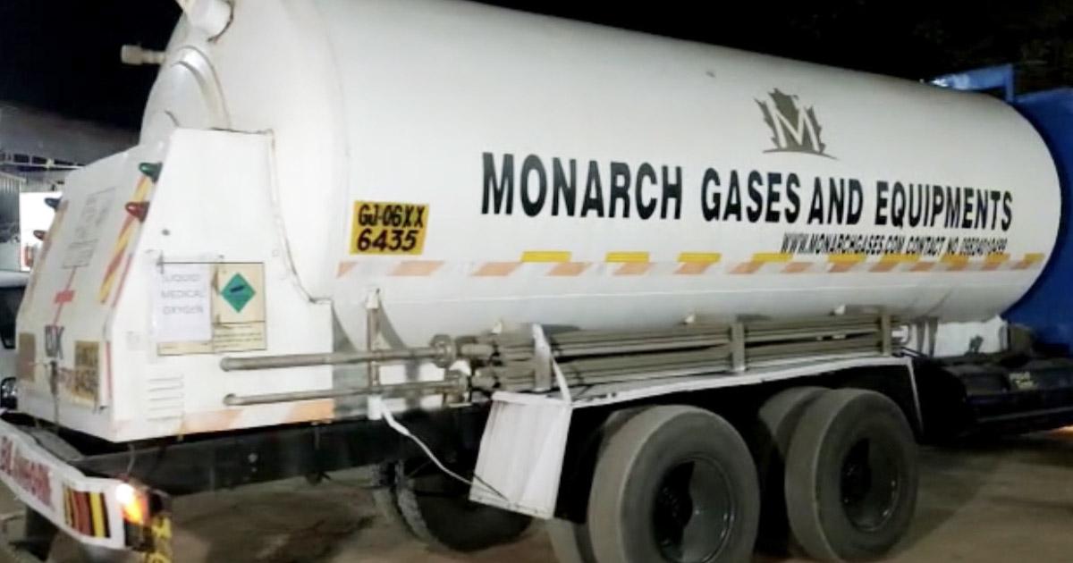 http://www.meranews.com/backend/main_imgs/truck1_tanker-loaded-raw-material-from-jamnagar-oxygen-supply-in-modasa_1.jpg?94