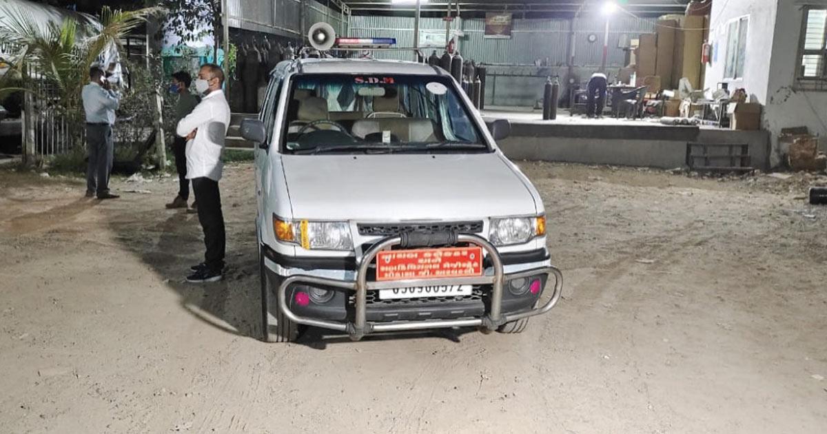 http://www.meranews.com/backend/main_imgs/truck2_tanker-loaded-raw-material-from-jamnagar-oxygen-supply-in-modasa_0.jpg?30