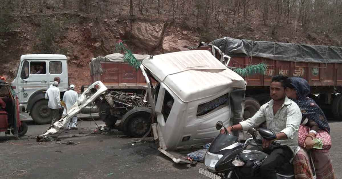 http://www.meranews.com/backend/main_imgs/truckaccident_shamlaji-truck-rams-into-another-vehicle-1-died_0.jpg?64