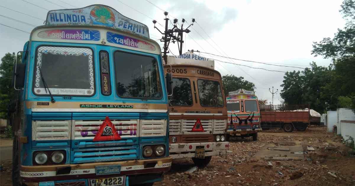 http://www.meranews.com/backend/main_imgs/trucksized2_dhrangadhra-police-sized-9-truck-stone-mafias-exposed_1.jpg?68