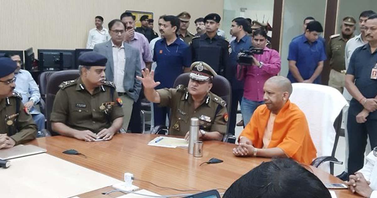 http://www.meranews.com/backend/main_imgs/uppolicefacebook_ayodhya-verdict-two-days-of-up-history-zero-crime_0.jpg?47