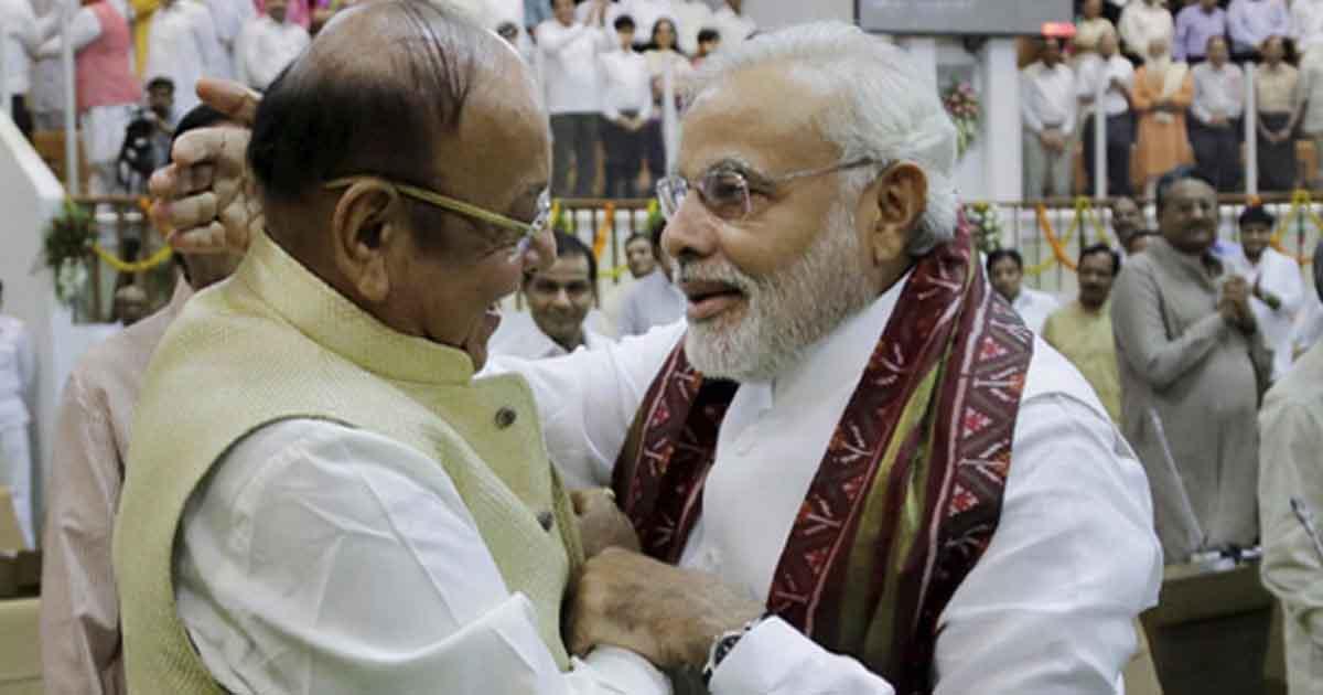 http://www.meranews.com/backend/main_imgs/vaghelaandmodi_courier-in-politics-politics-narendra-modi-gujarat-elect_0.jpg?16?54?44