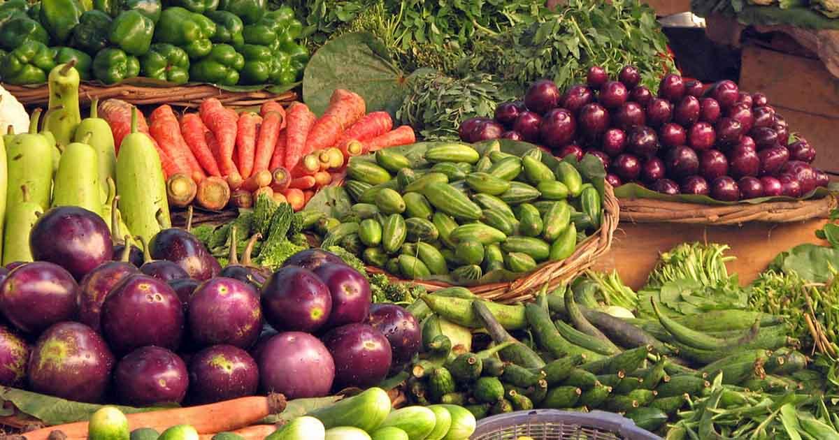 http://www.meranews.com/backend/main_imgs/vegitables_surat-food-in-surat-politics-corona-in-gujarat-corona-in_0.jpg?48?59