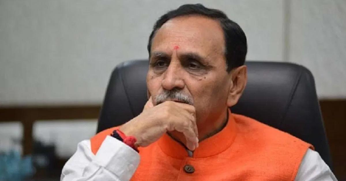 http://www.meranews.com/backend/main_imgs/vijay-rupani_open-letter-to-gujarat-cm-vijay-rupani-prashant-dayal-bjp_0.jpg?43?35