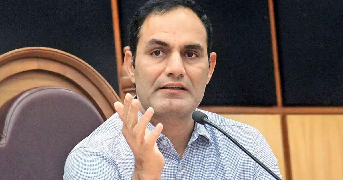 http://www.meranews.com/backend/main_imgs/vijay_26-ias-officers-of-gujarat-transfer-including-vijay-nehra_0.jpg?46