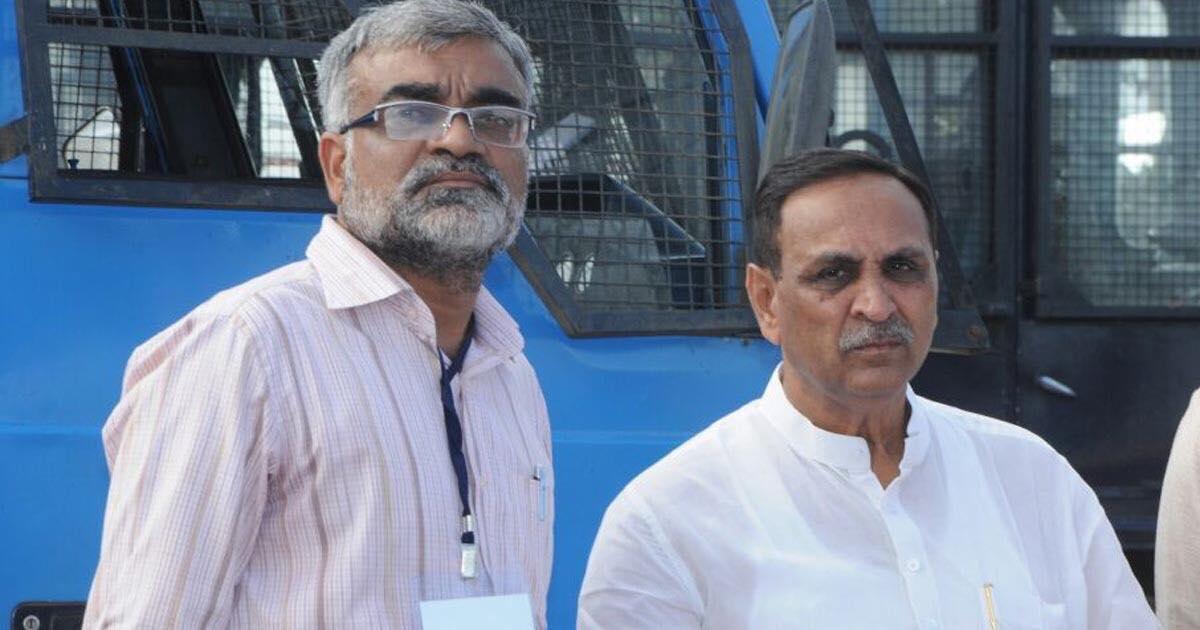 http://www.meranews.com/backend/main_imgs/vijayrupaniamreli_rupanis-visit-to-amreli-bjp-leader-infroms-him-about-farme_0.jpg?57