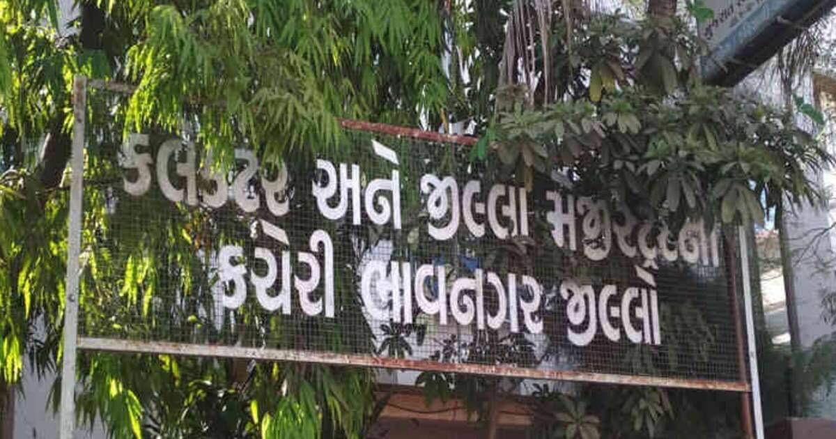 http://www.meranews.com/backend/main_imgs/wa_acb-gujarat-gujarat-government-bhavnagar-collector-bribe_0.jpeg?98