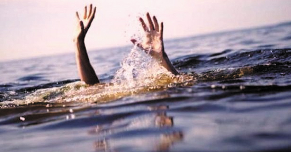 http://www.meranews.com/backend/main_imgs/water_surendranagar-four-dead-in-drowning-incident_0.jpg?5