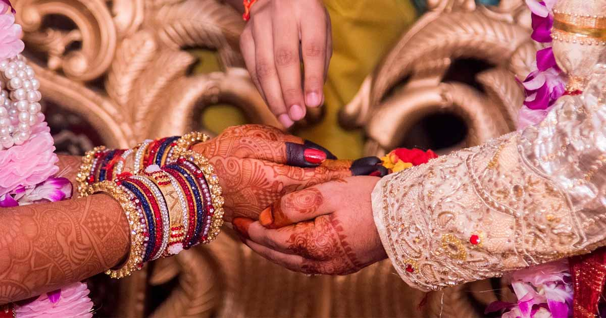 http://www.meranews.com/backend/main_imgs/weddinggujarat_i-had-put-two-conditions-at-my-wedding-23-years-ago_0.jpg?94