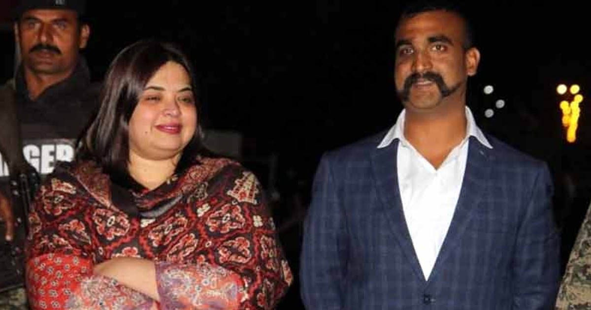 http://www.meranews.com/backend/main_imgs/womanwithabhinandan_who-is-the-woman-with-abhinandan-read-on_0.jpg?25